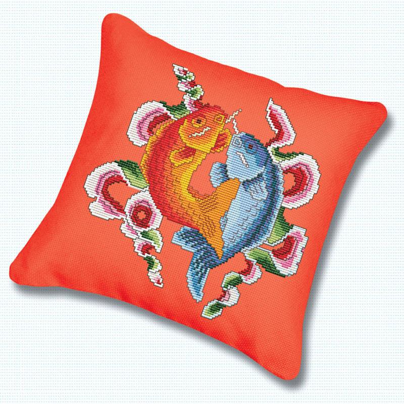 Набор для вышивания подушки Цветные рыбы, 45 см х 45 смПодушка 160 Цветные рыбыВ наборе для вышивания крестом «Цветные рыбы» есть все необходимое для создания роскошной интерьерной картины: обработанная канва Аида 11 красного цвета с водорастворимым рисунком на канве, хлопковые мулине, цветная символьная схема, 2 иглы, инструкция по вышиванию на русском языке. Водорастворимая краска, с помощью которой на канву нанесен рисунок, смывается при замачивании вышивки в воде. Необычайной красоты рисунок-вышивка с красочным изображением двух забавных рыб привлечет к себе внимание и будет потрясающе смотреться в интерьере вашего помещения, особенно в интерьере детской комнаты. Вышивание крестом отвлечет вас от повседневных забот и превратится в увлекательное занятие! Работа, сделанная своими руками, создаст особый уют и атмосферу в доме, и долгие годы будет радовать вас и ваших близких.