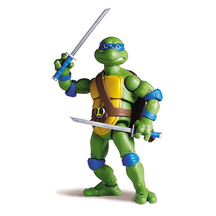 Фигурка Turtles Леонардо, 15 см91081Фигурка Turtles Леонардо станет прекрасным подарком для вашего ребенка. Она выполнена из прочного пластика в виде персонажа команды TMNT - Черепашки-Ниндзя Леонардо. Голова, руки и ноги фигурки подвижны, 34 точки артикуляции позволяют придавать Леонардо различные позы. В комплект входят подставка в виде люка и оружие Черепашки-Ниндзя - два меча катана. Ваш ребенок будет часами играть с этой фигуркой, придумывая различные истории с участием любимого героя. Они подверглись мутации и обучались искусству ниндзюцу у великого сэнсэя Сплинтера. Черепашки-Ниндзя готовы выбраться из своего секретного убежища и спасти мир от сил зла! Черепашки-Ниндзя впервые появились на страницах комиксов в далеких 80-х. Черепашки перебрались на телевидение по воле студии Murakami-Wolf-Swenson (MWS) и продолжали радовать своих поклонников в течение десяти лет (1987-1996). 5 лет подряд были признаны сериалом №1. За это время было показано более 190 эпизодов, а озорные и веселые герои...