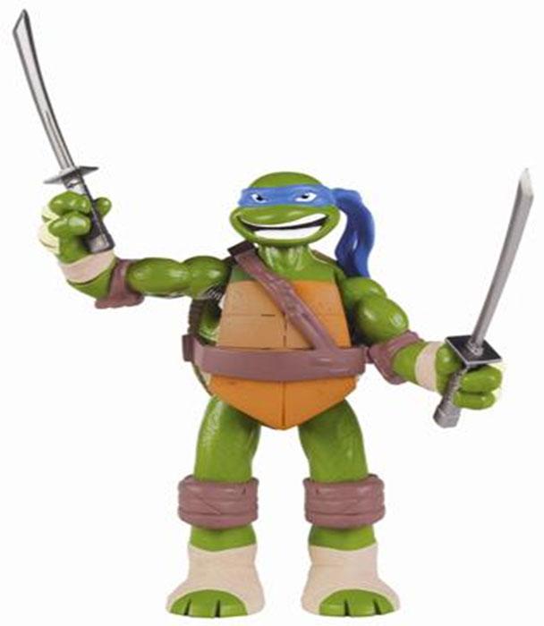 Фигурка Turtles Леонардо, озвученная, 15 см91161Фигурка Turtles Леонардо станет прекрасным подарком для вашего ребенка. Она выполнена из прочного пластика в виде персонажа команды TMNT - Черепашки-Ниндзя Леонардо. Голова, руки и ноги фигурки подвижны, что позволяет придавать Леонардо различные позы. Фигурка оснащена звуковыми эффектами: если оттянуть и удерживать руку или ногу Черепашки, активизируется специальный боевой клич. Если отпустить конечность, она моментально вернется в исходное положение. Одну из рук и одну из ног можно зафиксировать в любом состоянии. В комплект входит оружие Леонардо - два меча катана. Ваш ребенок будет часами играть с этой фигуркой, придумывая различные истории с участием любимого героя. Они подверглись мутации и обучались искусству ниндзюцу у великого сэнсэя Сплинтера. Черепашки-Ниндзя готовы выбраться из своего секретного убежища и спасти мир от сил зла! Черепашки-Ниндзя впервые появились на страницах комиксов в далеких 80-х. Черепашки перебрались на телевидение по воле студии...