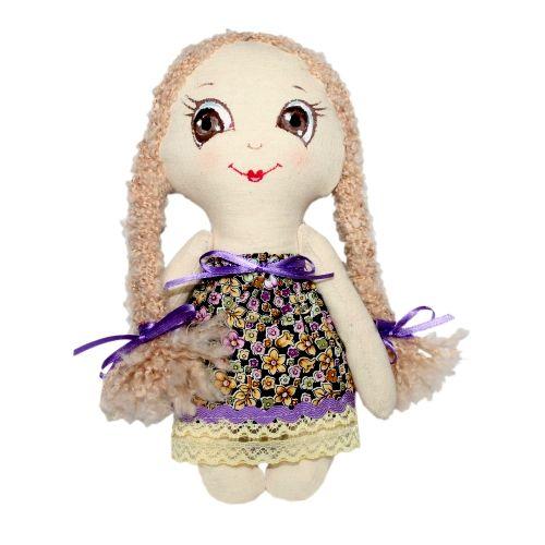 Набор для изготовления текстильной игрушки Лерочка, высота 22 смAM100008В наборе для изготовления текстильной игрушки Лерочка есть все необходимое для создания куклы в стиле Tilda: ткань для тела игрушки (100% хлопок), ткань для одежды (100% хлопок), декоративные элементы, пуговицы, нитки для волос, ленточки, кружево, украшения, инструмент для набивки игрушки, выкройка, инструкция на русском языке. Вам потребуется: суперпух для набивки, нитки, иголка. По желанию, вы можете использовать акриловые краски для прорисовки лица игрушки, кофе растворимый, клей ПВА (для тонирования игрушки). Текстильные куклы популярны во всем мире - их коллекционируют, украшают ими дом. Интерьерная кукла или просто забавная примитивная игрушка ручной работы может стать украшением дома и оригинальным подарком, который несет в себе любовь и тепло человеческих рук. Эти куклы могут быть абсолютно разными, но все они очень нежные и уютные! Это не только увлекательное занятие, как для взрослых, так и для детей, но и возможность самовыражения, отдых и милые...