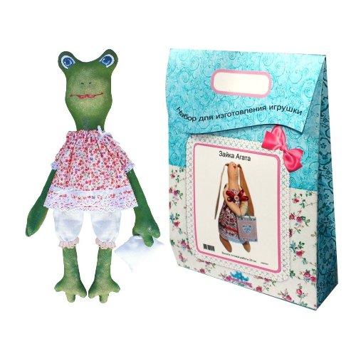 Подарочный набор для изготовления текстильной игрушки Хлоя, 44 смAM200021В наборе для изготовления текстильной игрушки Хлоя есть все необходимое для создания куклы в стиле Tilda: ткань для тела игрушки (100% хлопок), ткань для одежды (100% хлопок), декоративные элементы, пуговицы, нитки для волос, ленточки, кружево, украшения, суперпух и инструмент для набивки игрушки, выкройка, инструкция на русском языке. Вам потребуется: нитки, иголка. По желанию, вы можете использовать акриловые краски для прорисовки лица игрушки, кофе растворимый, клей ПВА (для тонирования игрушки). Необычайной красоты мягкая игрушка в виде забавного лягушонка в платьице, сделанная своими руками, привлечет к себе внимание и будет потрясающе смотреться в интерьере вашего помещения, особенно в интерьере детской комнаты. Текстильные куклы популярны во всем мире - их коллекционируют, украшают ими дом. Интерьерная кукла или просто забавная примитивная игрушка ручной работы может стать украшением дома и оригинальным подарком, который несет в себе любовь и тепло...