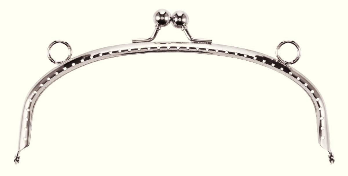 Застежка-фермуар Felia, цвет: серебряный, 16 х 7,5 х 1,2 см615190Застежка-фермуар Felia, изготовленная из металла, дугообразной формы предназначена для пришивания к сумке, кошельку, очечнику или косметички. Застежка оснащена креплением для ручек. Если Вы решили сшить, связать или свалять себе сумочку, обратите внимание на этот замок, он будет прекрасным и удобным завершением Вашего шедевра. Фермуар (fermuar - франц.) является оформлением, рамкой-застежкой сумочки, сделанной своими руками. Именно фермуары придают сумочке вид настоящего функционального изделия. Фермуары - это не просто застежки, это стильный и необходимый элемент декора сумочки; это элегантное и изысканное украшение сумочек, кошельков, косметичек.