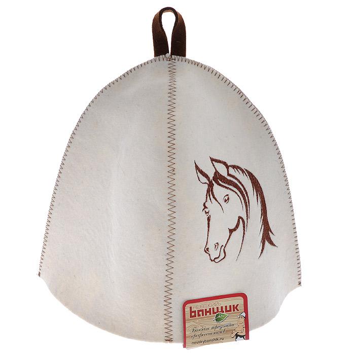 Шапка для бани и сауны Лошадь. А334А334Шапка для бани и сауны Лошадь изготовлена из фетра белого цвета и оформлена вышивкой с изображением головы лошади коричневого цвета. Шапка банная Лошадь - это незаменимый аксессуар для любителей попариться в русской бане и для тех, кто предпочитает сухой жар финской бани. Необычный дизайн изделия поможет сделать ваш отдых более приятным и разнообразным. Шапка снабжена петелькой для подвешивания. Банная шапка с вышивкой символа года - Лошади — это изысканный и практичный подарок высокого качества.