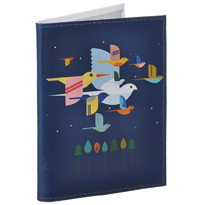 Обложка для паспорта Птицы на синем. OK217OK217Обложка для паспорта Mitya Veselkov, выполненная из натуральной кожи, оформлена изображением разноцветных птиц на синем фоне. Такая обложка не только поможет сохранить внешний вид ваших документов и защитит их от повреждений, но и станет стильным аксессуаром, идеально подходящим вашему образу. Яркая и оригинальная обложка подчеркнет вашу индивидуальность и изысканный вкус. Обложка для паспорта стильного дизайна может быть достойным и оригинальным подарком. Характеристики: Материал: натуральная кожа, пластик. Размер (в сложенном виде): 9,5 см х 13,5 см. Артикул: OK217.