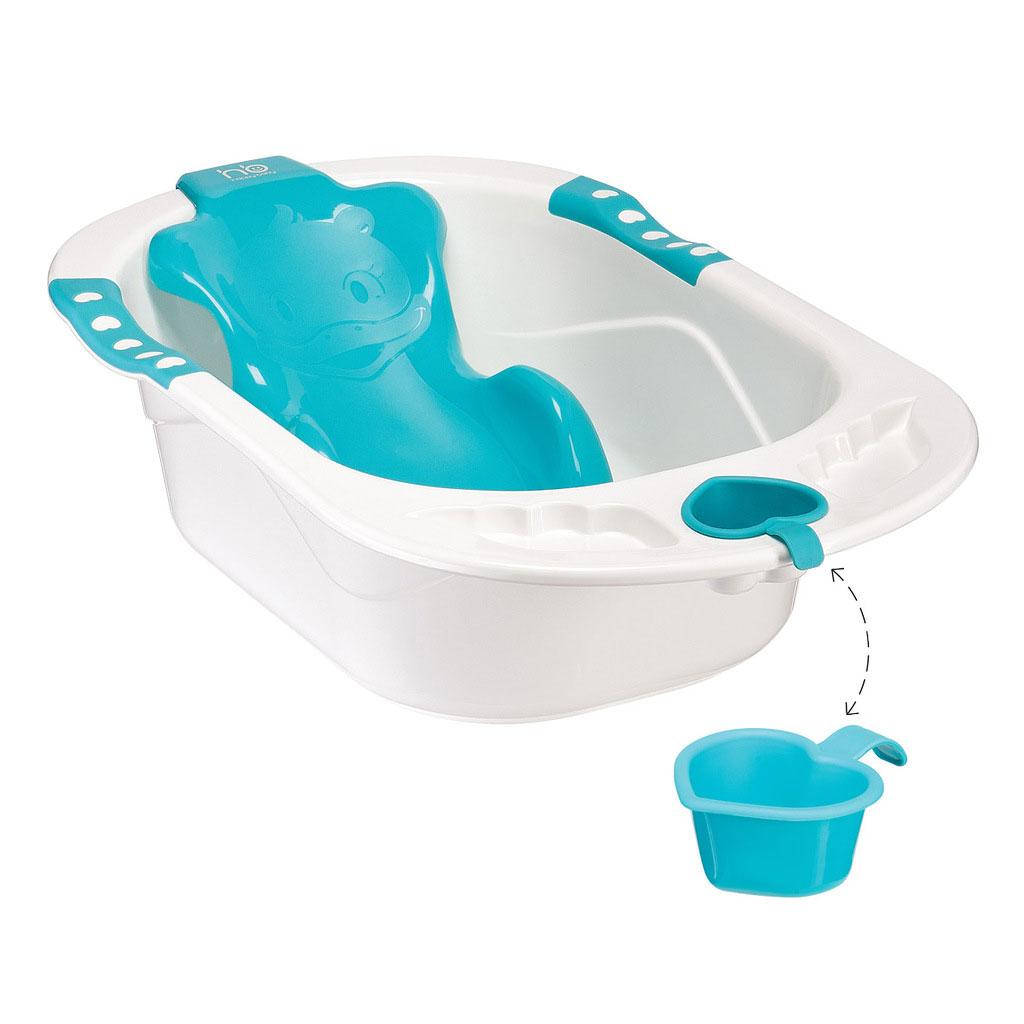 Детская ванна Happy Baby, цвет: голубой34005 blueВанночка Happy Baby предназначена для детей с самого рождения. Она имеет съемную нескользящую анатомическую горку, слив со специальной защитой и углубления, в которые можно разместить аксессуары для купания. Горка изготовлена из прочного пластика, фиксируется на дне ванны присосками и соответствует очертаниям тела ребенка, позволяя разместить малыша с максимальным комфортом. Малыш не скользит внутри горки за счет опорных точек, которые расположены в районе подмышек и паха.