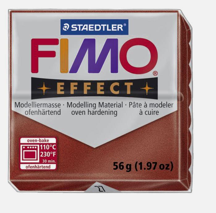 Полимерная глина Fimo Effect Metallic, цвет: медь, 56 г8020-27Мягкая глина на полимерной основе (пластика) Fimo Effect Metallic идеально подходит для лепки небольших изделий (украшений, скульптурок, кукол) и для моделирования. Глина обладает отличными пластичными свойствами, хорошо размягчается и лепится, легко смешивается между собой, благодаря чему можно создать огромное количество поделок любых цветов и оттенков. Блок поделен на восемь сегментов, что позволяет легче разделять глину на порции. В домашних условиях готовая поделка выпекается в духовом шкафу при температуре 110°С в течении 15-30 минут (в зависимости от величины изделия). Отвердевшие изделия могут быть раскрашены акриловыми красками, покрыты лаком, склеены друг с другом или с другими материалами. Состав: поливинилхлорид, пластификаторы, неорганические наполнители, цветные пигменты.
