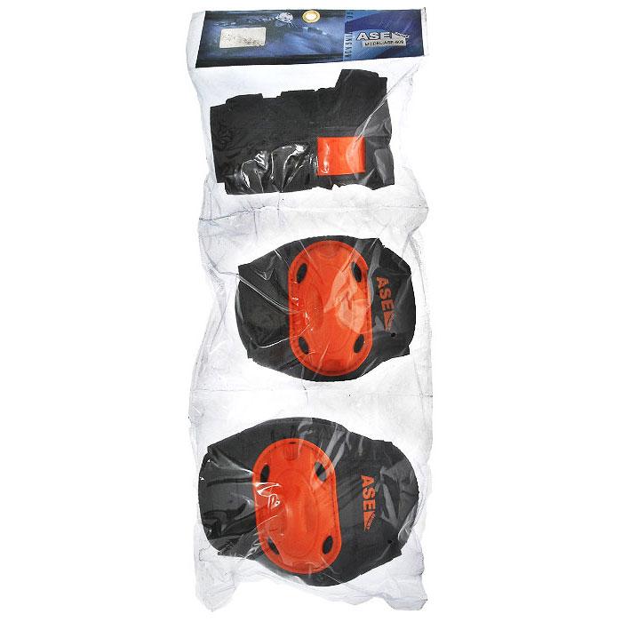 Защита роликовая ASE-609, цвет: оранжевый, черный. Размер SASE-609 р.SКомплект защиты ASE-609 предназначен для комфортного и безопасного катания на роликах, чтобы ребенок при падении не получил травму. Наколенники и налокотники закрывают и предохраняют от ударов локти и колени - места частых ссадин у детей. Специальная защита для запястий уберегает кисть от ударов и предохраняет от вывихов. Защитная экипировка легко надевается и крепится при помощи ремней на липучках.