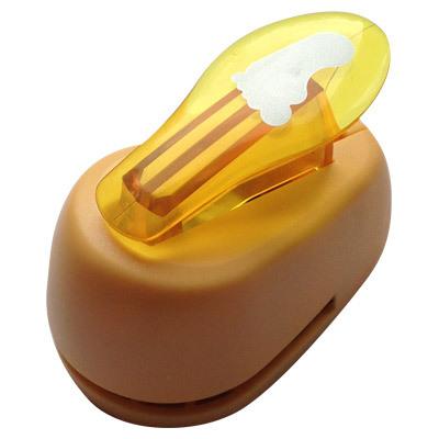 Дырокол фигурный Hobbyboom След ноги, №10, цвет в ассортименте, 2,5 смCD-99M-010Компостер для фигурных прорезей. Используется в скрапбукинге, для украшения открыток, карточек, коробочек и т.д. Рисунок прорези указан на ручке дырокола. Используется для прорезания фигурных отверстий в бумаге. Вырезанный элемент также можно использовать для украшения. Предназначен для бумаги определенной плотности - до 140 г/м2. При применении на бумаге большей плотности или на картоне, дырокол быстро затупится. Чтобы заточить нож компостера, нужно прокомпостировать самую тонкую наждачку. Чтобы смазать режущий механизм - парафинированнную бумагу.