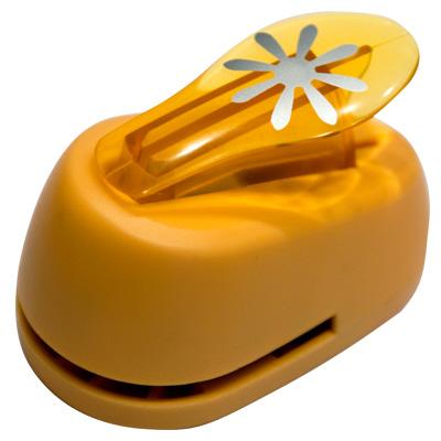 Дырокол фигурный Hobbyboom Цветок 8 лепестков, №336, цвет: оранжевый, 2,5 смCD-99M-336Фигурный дырокол Hobbyboom Цветок 8 лепестков изготовлен из пластика и металла, используется в скрапбукинге для создания оригинальных открыток и фотоальбомов ручной работы, оформления подарков, в бумажном творчестве и т.д. Рисунок прорези указан на ручке дырокола. Дырокол предназначен для вырезания фигурок из бумаги. Просто вставьте лист бумаги в дырокол. Нажмите на рычаг. Вырезанную фигурку в виде цветочка можно использовать для дальнейшего декорирования. Предназначен для бумаги определенной плотности - 80-200 г/м2. При применении на бумаге большей плотности или на картоне дырокол быстро затупится. Материал: пластик, металл. Размер дырокола: 8 см х 5 см х 5,5 см. Диаметр готовой фигурки: 2,5 см.