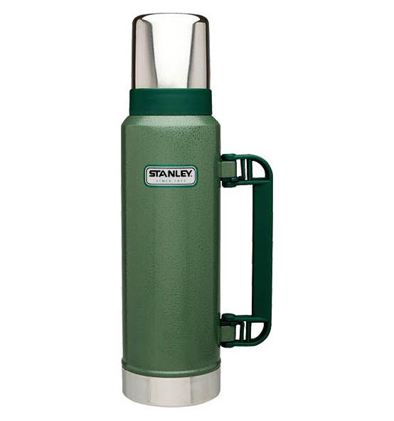 Термос Stanley Classic Vac Bottle Hertiage, цвет: зеленый, 1,3 л10-01032-037Герметичный термос Stanley Classic Vac Bottle Hertiage с вакуумной изоляцией изготовлен из нержавеющей стали с покрытием из абразивостойкой эмали. Он удерживает тепло и холод на протяжении 24 часов. В комплекте крышка выполненная в виде термостакана объемом 325 мл. Стильный функциональный термос будет незаменим в дороге, на пикнике. Его можно взять с собой куда угодно, и вы всегда сможете наслаждаться горячим домашним напитком. Гарантийный срок 5 лет.