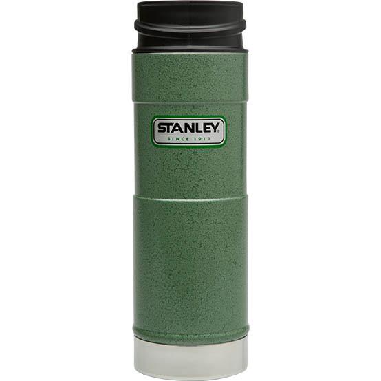 Термостакан Stanley Classic Mug, цвет: темно-зеленый, 0,47 л10-01394-013Вакуумный герметичный термостакан Stanley Classic Mug выполнен из нержавеющей стали. Он удобен для эксплуатации в автомобиле, так как позволяет одной рукой открывать,закрывать и пить, не отвлекаясь от дороги - просто нажмите кнопку и пейте, отпустите кнопку и клапан герметично закроется. Термостакан сохраняет тепло в течение 6 часов, холод - до 24 часов. Стильный функциональный термостакан будет незаменим в дороге, на пикнике. Его можно взять с собой куда угодно, и вы всегда сможете наслаждаться горячим домашним напитком. Гарантийный срок 5 лет. Возврат товара возможен только через сервисный центр. Гарантийный центр: м. ВДНХ, Ботанический сад 129223, г. Москва, Проспект Мира, 119, ВВЦ, строение 323 +7 495 974 3494 service@omegatool.ru Время работы сервисного центра: Пн-чт: 10.00-18.00 Пт: 10.00- 17.00 Сб, Вс: выходные дни