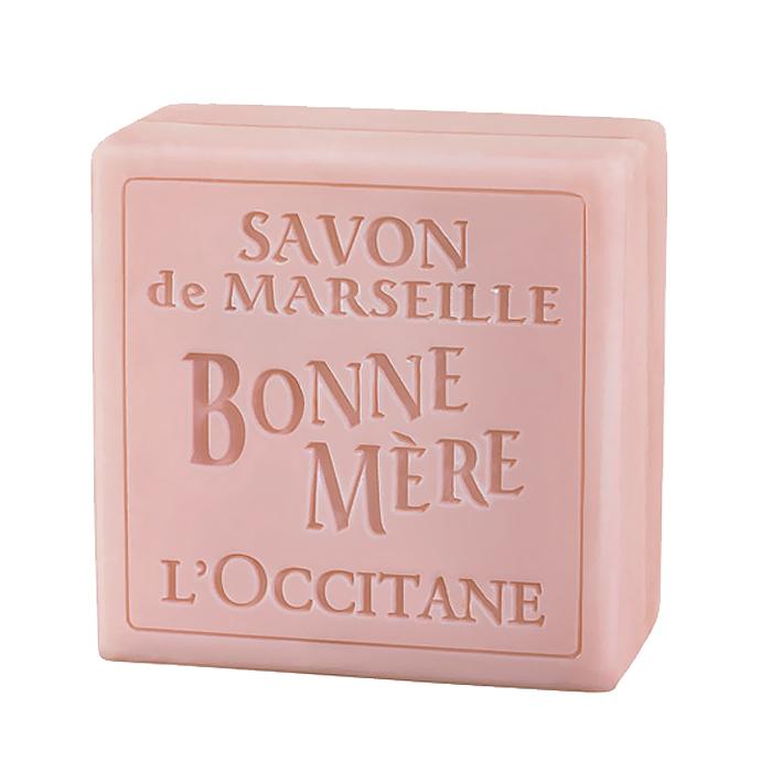 LOccitane Мыло туалетное Bonne Mere. Роза, 100 г244784Мыло LOccitane Bonne Mere. Роза для тела и рук изготовлено на натуральной растительной основе с соблюдением древнейших марсельских традиций. Добавление минеральных пигментов деликатно окрашивает мыло в нежные цвета. Характеристики: Вес: 100 г. Артикул: 244784. Производитель: Франция. Loccitane (Л окситан) - натуральная косметика с юга Франции, основатель которой Оливье Боссан. Название Loccitane происходит от названия старинной провинции - Окситании. Это также подчеркивает идею кампании - сочетании традиций и компонентов из Средиземноморья в средствах по уходу за кожей и для дома. LOccitane использует для производства косметических средств натуральные продукты: лаванду, оливки, тростниковый сахар, мед, миндаль, экстракты винограда и белого чая, эфирные масла розы, апельсина, морская соль также идет в дело. Специалисты компании с особой тщательностью отбирают сырье. Учитывается множество факторов, от места и условий выращивания сырья до...