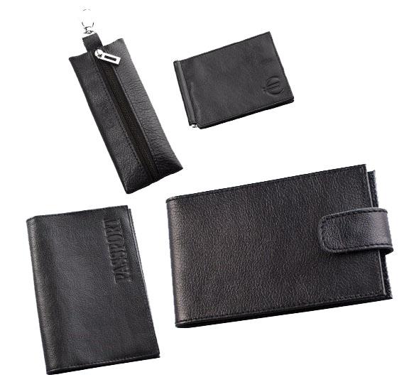Подарочный набор Befler Грейд: ключница, обложка для паспорта, визитница, зажим для купюр, цвет: черный. KL.8/O.1/V.31/Z.9-9KL.8/O.1/V.31/Z.9-9черныйПодарочный набор Грейд включает в себя ключницу, обложку для паспорта, визитницу и зажим для купюр. Ключница Befler выполнено из натуральной кожи черного цвета. Ключница для длинных ключей прямоугольной формы. Закрывается на молнию. Внутри кольцо, диаметром 22 мм на кожаной петле. С внешней стороны - карабин. Обложка для паспорта Befler, выполнена из натуральной кожи черного цвета. На внутреннем развороте 2 кармана из прозрачного пластика с выемкой. Визитница Befler выполнена из натуральной кожи черного цвета. Закрывается хлястиком на скрытую кнопку. На внутреннем развороте 2 кармана из прозрачного пластика. Внутренний блок на 40 визитных и 20 кредитных карт. Зажим для купюр Befler выполнен из натуральной кожи черного цвета. На внутреннем развороте: металлическая фурнитура для купюр на пружине, 3 кармана для кредитных карт, дополнительный глубокий карман. На внешней стороне карман для мелочи, закрывающийся на молнию. Такой набор станет отличным...