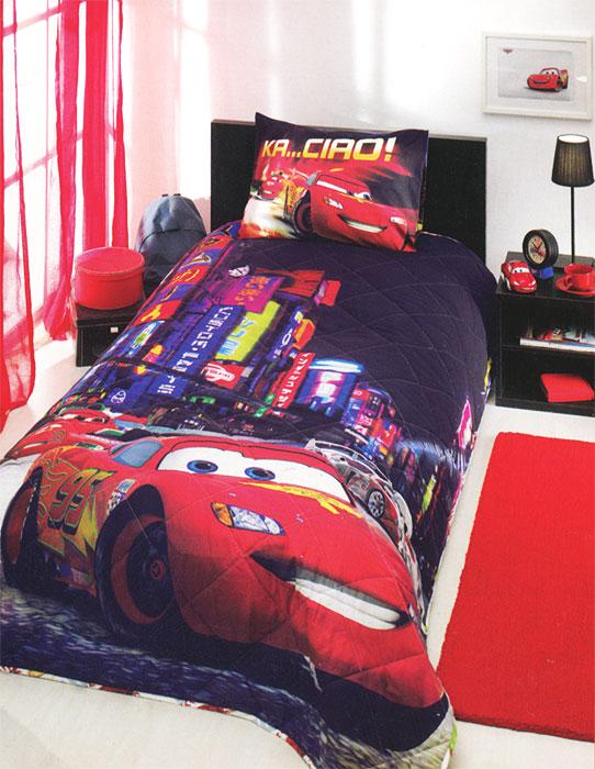 Комплект для спальни детский Disney Cars 2 Movie: покрывало 180 х 240 см, наволочка 50 х 70 см, цвет: мультиколор7015B-8800003867Детский комплект для спальни Disney Cars 2 Movie выполнен из ранфорса, и украшен яркими рисунками. Комплект состоит из стеганого покрывала с наполнителем из полиэфира и наволочки. Покрывало с наполнителем обладает мягкостью и приятно согревает. Яркий и запоминающийся дизайн комплекта не оставит равнодушным юного любителя анимационного фильма Тачки: покрывало и наволочка украшены красочными рисунками машины из данного фильма на фоне ночного города. Любимые персонажи создадут атмосферу уюта для ребенка. Комплект упакован в пластиковую сумку-чехол на застежке-молнии, а специальная пластиковая ручка делает чехол удобным для переноски. Ранфорс - плотная, в тоже время мягкая натуральная хлопковая ткань. Идеально поддерживает естественный температурный баланс тела. Легко впитывает влагу (до 20% своего веса), оставаясь при этом сухой на ощупь. Важным преимуществом также является тот факт, что ткань не накапливает статического электричества. Этот материал легко...