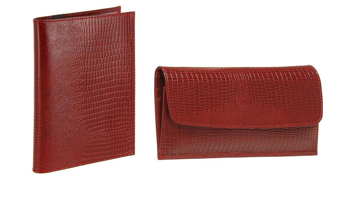 Подарочный набор Befler Ящерица: обложка для паспорта, портмоне, цвет: красный. O.1.-3/PJ.41.-3O.1.-3.red/PJ.41.-3.redПодарочный набор Befler Ящерица состоит из обложки для паспорта и портмоне. Портмоне Befler, выполнено из натуральной кожи красного цвета и оформлено тиснением под рептилию. Портмоне закрывается фигурным клапаном на кнопку. Внутри отделение для купюр, 4 кармана для кредитных карт, карман для мелочи на молнии, скрытый глубокий карман. Обложка для паспорта Befler выполнена из натуральной кожи красного цвета с тиснением под рептилию. На внутреннем развороте 2 кармана из прозрачного пластика. Подарочный набор Befler станет великолепным подарком для человека, ценящего качественные и практичные вещи.