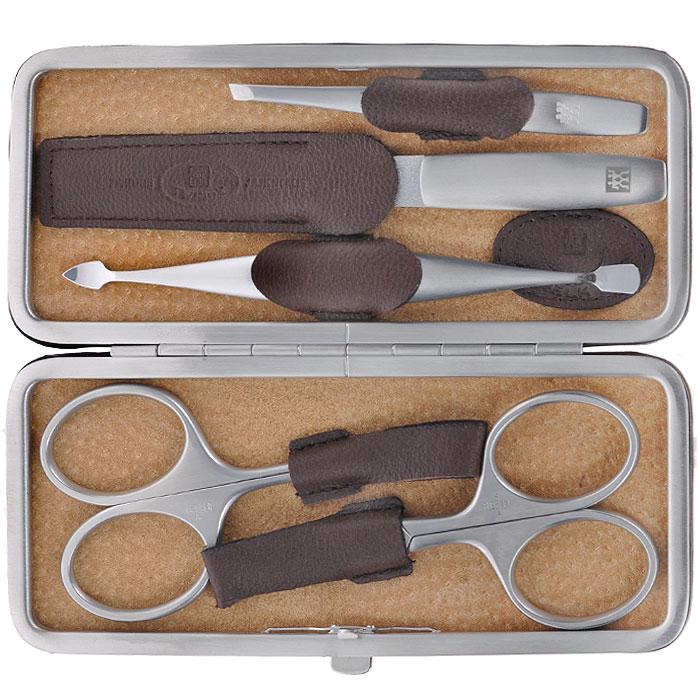 Zwilling Маникюрный набор Twinox, цвет: темно-коричневый, 5 предметов. 97063-00697063-006Маникюрный набор Zwilling Twinox состоит из 5 предметов: ножниц для ногтей, ножниц для кутикулы, скошенного пинцета, пилочки для ногтей и двойного инструмента для отодвигания кутикулы и чистки под ногтями. Инструменты изготовлены из высококачественной нержавеющей стали и хранятся в футляре темно-коричневого цвета из натуральной кожи. Уход: Инструменты предохранять от падения на пол. Время от времени смазывать чистым маслом область соединения, винт, внутреннюю часть и режущие кромки кусачек и ножниц. Использовать только по назначению! Затачивать инструменты у специалиста. Хранить в недоступном для детей месте. Характеристики: Материал: нержавеющая сталь. Длина ножниц для ногтей: 9,5 см. Длина ножниц для кутикулы: 9,5 см. Длина пинцета: 9 см. Общая длина пилочки: 13 см. Длина пилящей поверхности: 6,8 см. Длина маникюрного инструмента: 12,5 см. Материал футляра: металл,...