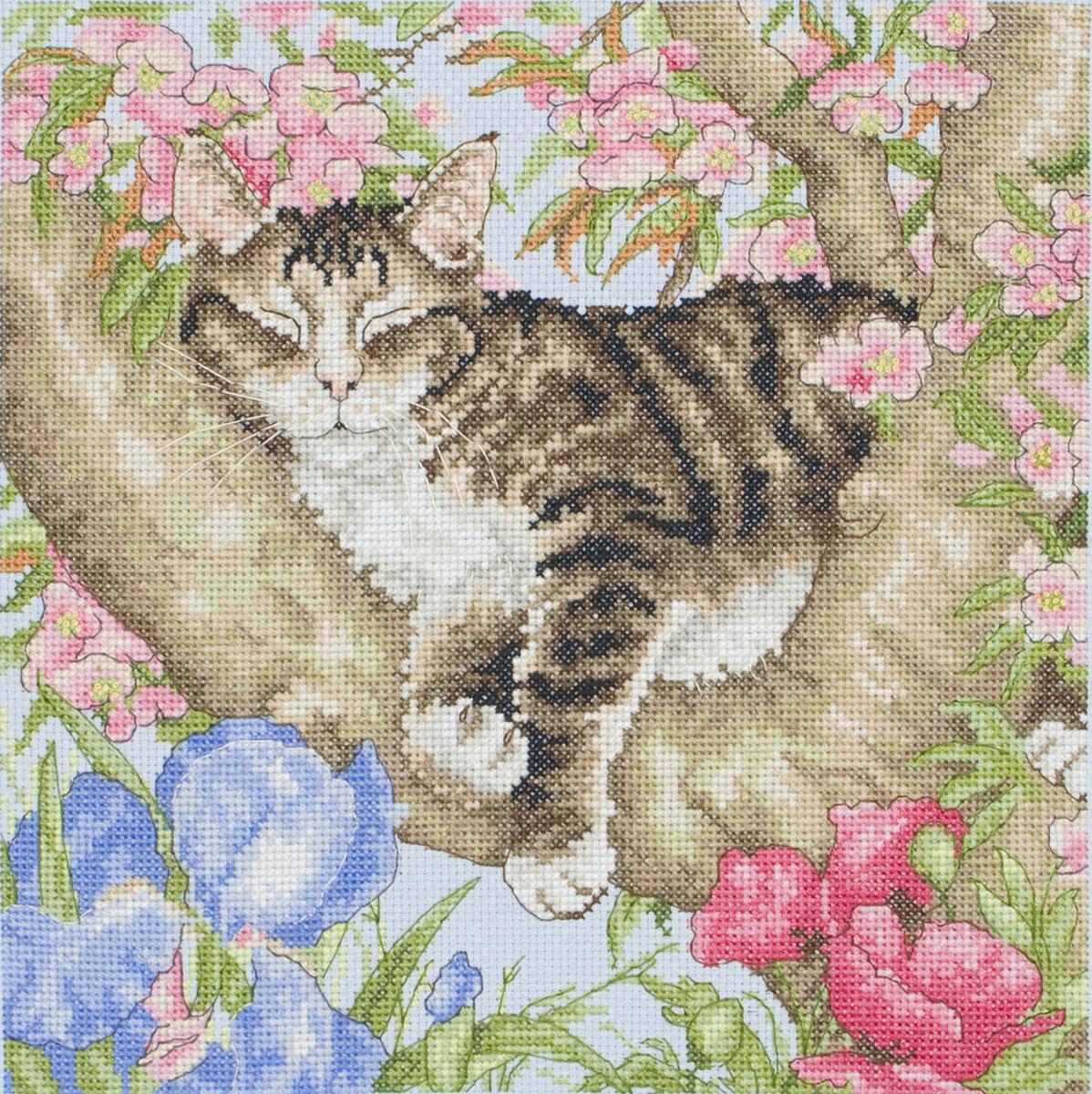 Набор для вышивания крестом Спящая кошка, 25 х 25 смAPC953В наборе для вышивания крестом Спящая кошка есть все необходимое для создания роскошной интерьерной картины: обработанная канва Аида 14 голубого цвета, хлопковые нитки мулине, символьная схема, 1 игла, инструкция по вышиванию на русском языке. Необычайной красоты рисунок-вышивка с красочным изображением милой спящей кошке на цветущем дереве привлечет к себе внимание и будет потрясающе смотреться в интерьере вашего помещения, особенно в интерьере детской комнаты. Вышивание крестом отвлечет вас от повседневных забот и превратится в увлекательное занятие! Работа, сделанная своими руками, создаст особый уют и атмосферу в доме, и долгие годы будет радовать вас и ваших близких.