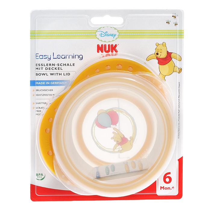 Миска детская NUK Easy Learning, с крышкой, от 6 месяцев, цвет: оранжевый10 255 094Детская миска NUK Easy Learning прекрасно подойдет для кормления малыша и самостоятельного приема им пищи. Она выполнена из прочного безопасного полипропилена, дно оформлено ярким изображением всеми любимого Винни-Пуха. Благодаря круглой форме и высоким краям малышу гораздо легче зачерпывать из нее еду. За нескользящие ручки миску удобно держать. На дне миски имеется прорезиненный ободок, предохраняющий ее от скольжения. Миска плотно закрывается прозрачной крышкой, что позволяет хранить в ней пищу. Характеристики: Рекомендуемый возраст: от 6 месяцев. Размер миски (ДхШхВ): 16 см х 4,5 см х 14,5 см.