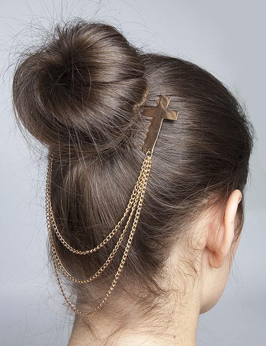 Украшение для волос с цепочками и гребешками в форме крестов. Бижутерный сплав золотого тона. Гонконг, 2000-е гг.ER0045Украшение для волос с цепочками и гребешками в форме крестов. Бижутерный сплав золотого тона. Гонконг, 2000-е гг. Размер: длина цепочки 20 см. Сохранность отличная, изделие новое, не было в употреблении.