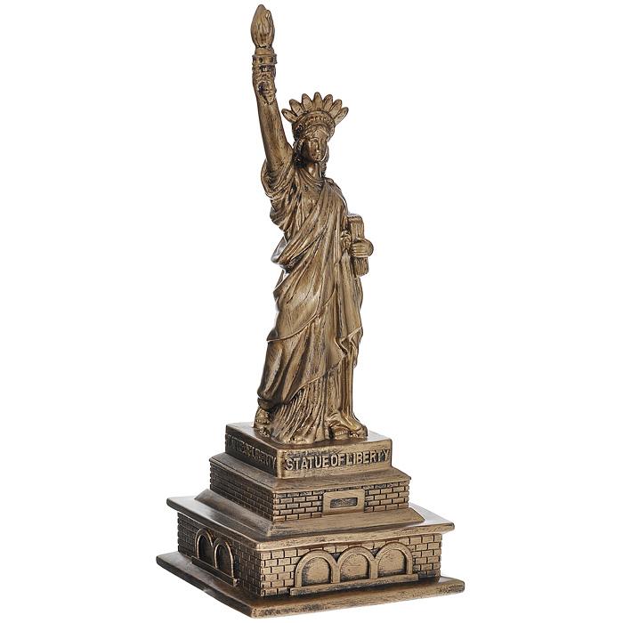 Копилка Статуя Свободы, цвет: золотистый94939Копилка Статуя Свободы выполнена из резино-пластика, окрашенного под золото. С задней стороны имеется отверстие для монет. Накопленные деньги можно легко достать, сняв клапан на дне изделия. Изюминка данного изделия в том, что статую можно частично согнуть, сделав ее более забавной, тем самым намекнув, что не только Пизанская башня может быть наклонной. Такая копилка стильно украсит интерьер комнаты и поможет накопить деньги. Копилка станет замечательным подарком. Характеристики: Материал: резино-пластик. Цвет: золотистый. Высота копилки: 28 см. Размер основания: 11,5 см х 11,5 см. Артикул: 94940.
