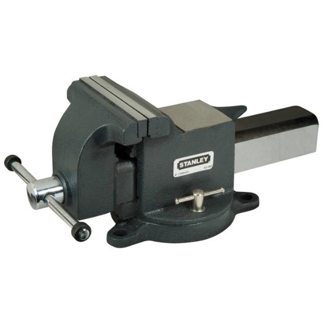 Тиски Stanley MaxSteel для большой нагрузки, усилие стяжки: 1800 кг. 1-83-0671-83-067Тиски Stanley MaxSteel для большой нагрузки. Прочная чугунная конструкция. Накатанная резьба винтов обеспечивает плавную работу и продолжительный срок службы. Основание закрепляется болтами к верстаку для обеспечения стабильности. Поворотное основание с фиксацией для универсальности. Хромовое покрытие рукояток для сопротивления коррозии.
