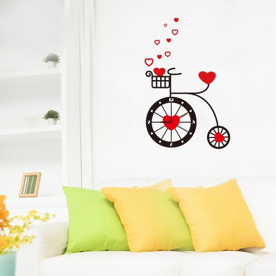 Настенные декоративные часы-стикеры Perfecto Велосипед. GLM-T007GLM-T007Настенные декоративные часы-стикеры Велосипед добавят в интерьер вашего дома оригинальности. Часы представляют собой стикер, выполненный из винила - тонкого эластичного материала, который хорошо прилегает к любым гладким и чистым поверхностям, легко моется и долго держится, после удаления не оставляет следов. Циферблат выполнен из плотного картона и имеет три стрелки - часовую, минутную и секундную, клеится к поверхности также при помощи стикера. Такие часы станут интересным дизайнерским решением не только спальни, гостиной или детской, но также и офиса.