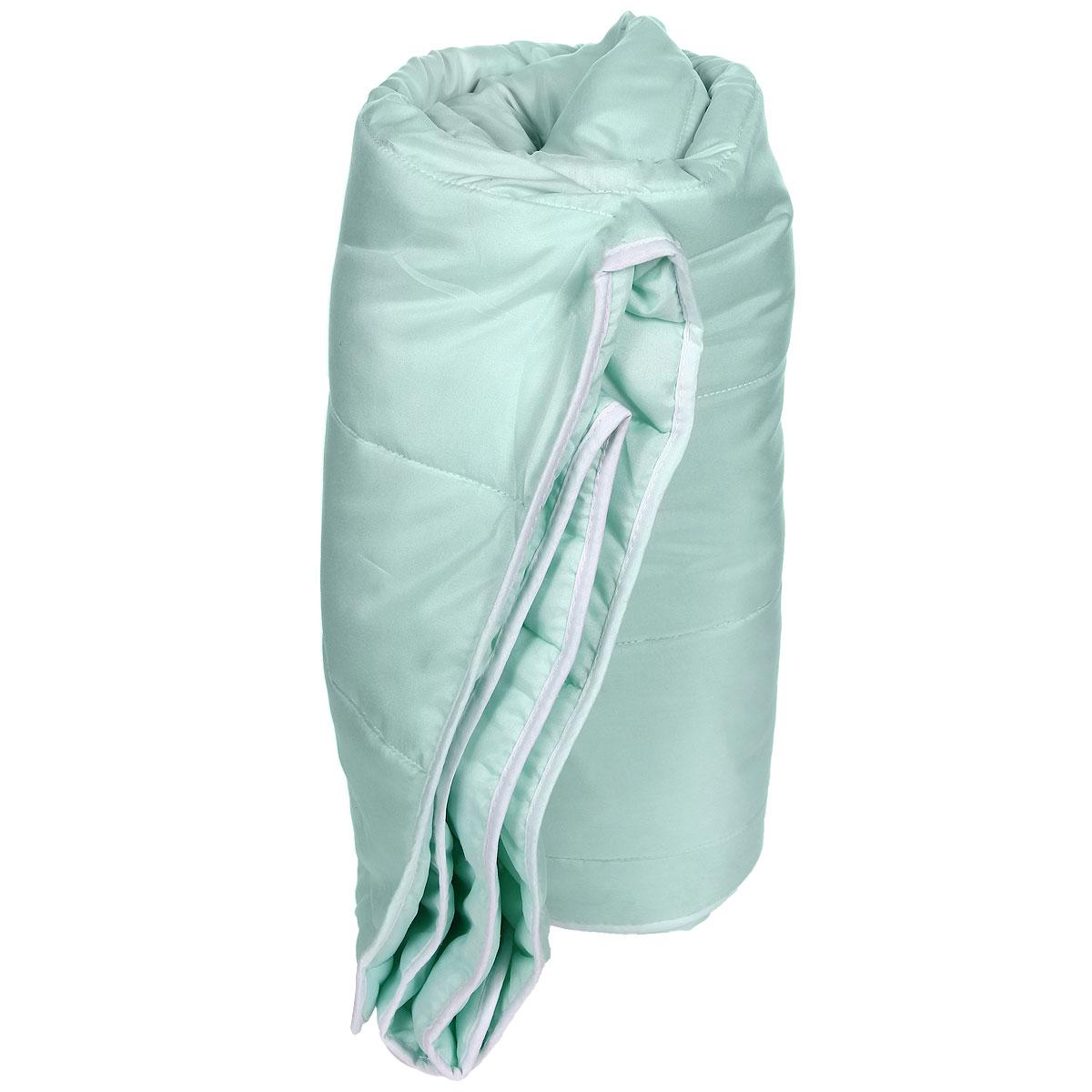 Одеяло облегченное Miotex Холфитекс, наполнитель: высокосиликонозированное микроволокно, 140 х 205 смМХПЭ-15-2Чехол стеганого набивного одеяла Miotex Холфитекс выполнен из мягкого приятного на ощупь полиэстера. Наполнитель - Холфитекс. Холфитекс - упругий и качественный наполнитель. Прекрасно держит тепло. Одеяло с наполнителем Холфитекс легкое и комфортное. Даже после многократных стирок не теряет свою форму, наполнитель не сбивается, так как одеяло простегано и окантовано. Не вызывает аллергии. Рекомендации по уходу: - Стирка в теплой воде (температура до 30°С), - Нельзя отбеливать. При стирке не использовать средства, содержащие отбеливатели (хлор), - Сушить вертикально без отжима, - Не гладить. Не применять обработку паром, - Нельзя выжимать и сушить в стиральной машине. Характеристики: Материал чехла: 100% полиэстер. Наполнитель: полиэфирное высокосиликонизированное волокно Холфитекс. Плотность: 200 г/м. Размер одеяла: 140 см х 205 см. Размер упаковки: 50 см х 50 см х 10 см. Артикул: МХПЭ-15-2. ...