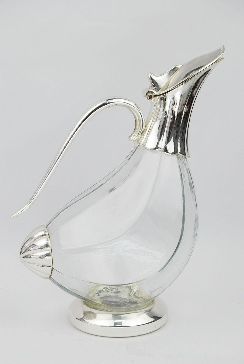 Кувшин Marquis Утка1066-MRКувшин Marquis Утка выполнен из стекла и стали с серебряно-никелевым покрытием. Кувшин изготовлен в виде утки. Стальная подставка обеспечивает устойчивость, а удобная крышка позволяет легко налить напиток. Выполненный под старину, такой кувшин придется по вкусу и ценителям классики, и тем, кто предпочитает утонченность и изысканность. Сервировка праздничного стола кувшином Marquis Утка станет великолепным украшением любого торжества. Характеристики: Материал: сталь, серебряно-никелевое покрытие, стекло. Размер кувшина (Д х Ш х В): 18 см х 11 см х 25 см. Размер упаковки: 30 см x 19,5 см x 13,5 см. Артикул: 1066-MR.