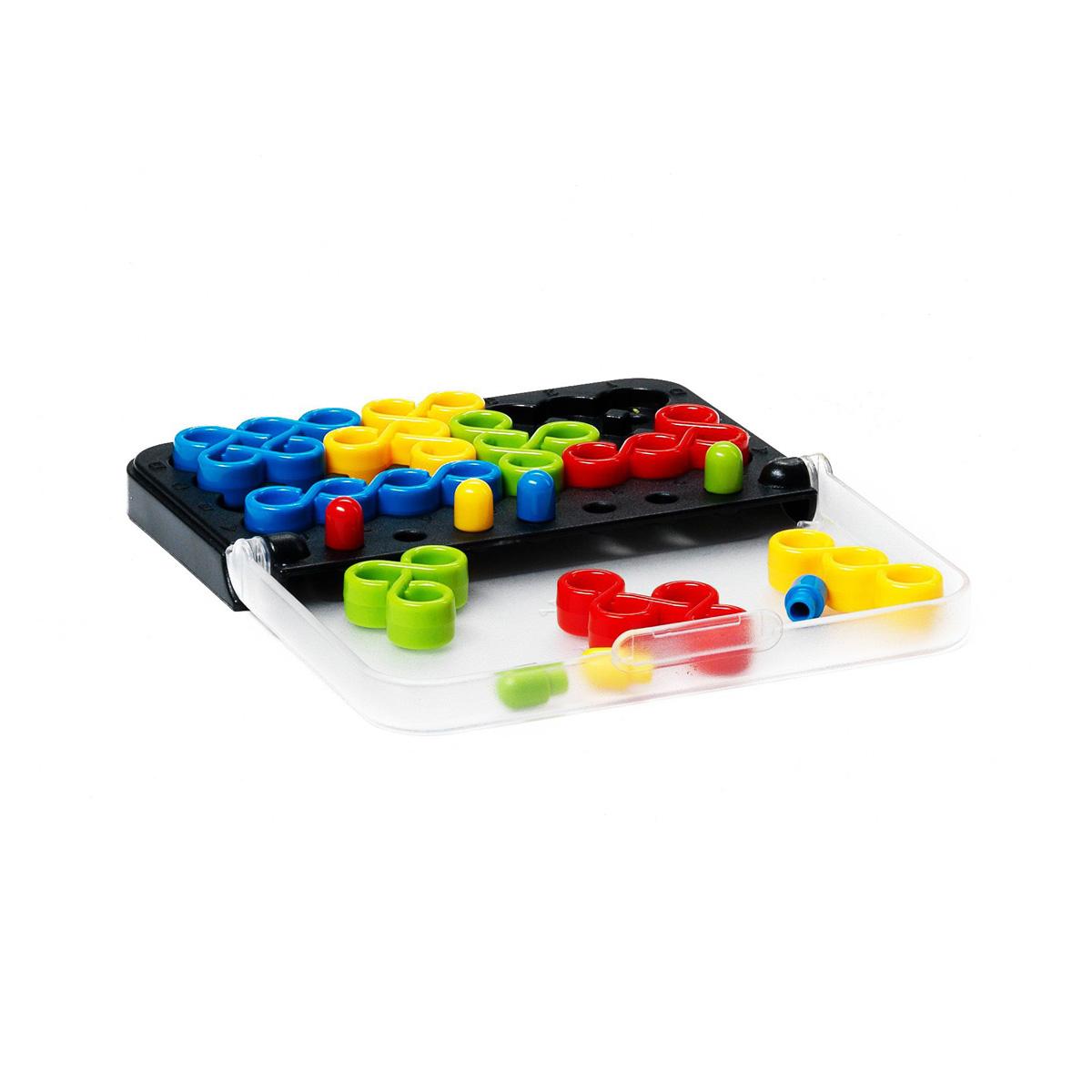 Логическая игра Bondibon Smartgames IQ-ТвистВВ0868Расположи все детали головоломки на игровой доске, крути их, как тебе захочется, ведь эта логическая игра - твист! Твист - знаменитый танец 60-х годов. Как и в танце, детали этой головоломки кружатся, чтобы занять свои места на игровом поле. Но будь внимателен: только на первый взгляд все кажется простым! В танце - надо обязательно всегда хотя бы одной ногой стоять на земле, в игре надо обязательно сочетать цвет деталей с цветом хитро расположенных на поле фишек-колышков. Потренируй свой ум этой логической игрой! Игра содержит 100 заданий разной сложности. Она компактна и легко умещается в кармане или сумочке. Игра имеет 5 уровней сложности. Уровень сложности каждого задания определяется количеством деталей, которые нужно расположить на игровом поле. С ее помощью можно развить логическое мышление и познавательные способности, социальное развитие, концентрацию внимания, тренировку памяти, фантазию и мелкую моторику. В комплект входят: буклет с 100 заданиями с ответами, 8...