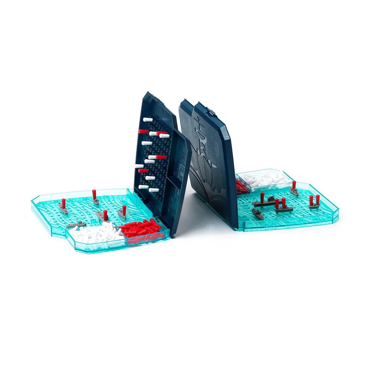 Настольная игра Морской бойВВ0970Традиционная настольная игра в новом формате. Морской бой – игра, в которую все мы любим играть с детства. Расставив на поле боя корабли разного размера, стреляйте по полю врага, стараясь угадать координаты, по которым находится корабль противника. Вам больше не понадобятся ручка и бумага! Теперь у каждого игрока свое удобное пластмассовое поле и по 5 красивых объемных кораблей, а вместо крестиков – можно расставлять белые и красные пластмассовые метки! Только результат боя по-прежнему зависит от вас: кто точнее нанесет все ракетные удары, кто первый уничтожит все корабли противника - тот и победитель! В набор входит: 2 игровых поля, 10 кораблей, 84 красные метки, 168 белых меток.