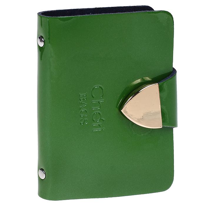 Визитница Cheribags, цвет: зеленый. V-0482-14V-0482-14Изысканная визитница Cheribags изготовлена из натуральной лаковой кожи и декорирована тисненым названием бренда спереди. Изделие закрывается хлястиком, оформленным металлической пластиной, на кнопку. Внутри - блок из прозрачного мягкого пластика на 26 визиток, который крепится к корпусу визитницы на металлические заклепки. Стильная визитница - это не только практичная вещь для хранения пластиковых карт, но и модный аксессуар, который подчеркнет ваш неповторимый стиль.