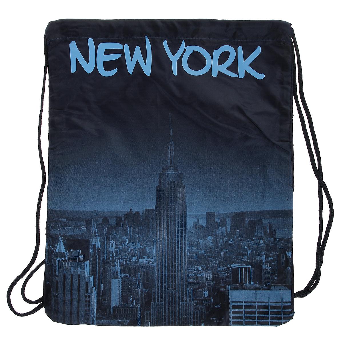 Сумка женская Robin Ruth New York, цвет: синий. BNY614-DBNY614-DСтильная женская сумка выполнена из полиэстера синего цвета и оформлена принтом в виде надписей New York. Сумка состоит из одного основного отделения, которое затягивается шнурком. Такая сумка идеально дополнит ваш образ. Характеристики: Цвет: синий. Материал: полиэстер. Размер сумки (без учета ручки): 34 см х 43 см х 2 см. Изготовитель: Китай. Артикул: BNY614-D.