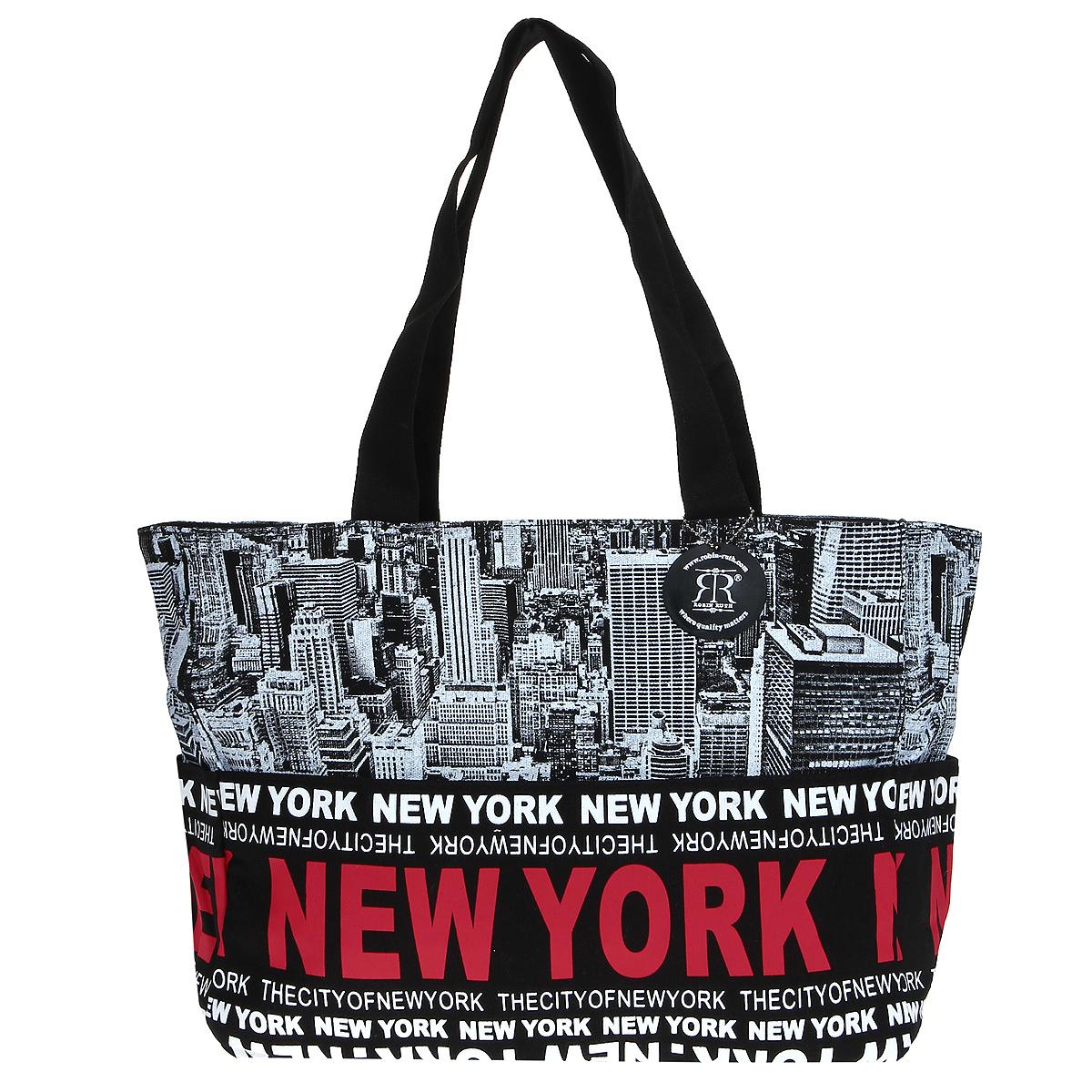 Сумка женская Robin Ruth New York, цвет: черный, белый. BNY014-ZBNY014-ZСтильная женская сумка выполнена из канвы черного, белого цветов и оформлена принтом в виде надписей New York. Сумка состоит из одного основного отделения, которое закрывается на молнию. Внутри вшитый карман на молнии и накладной кармашек для мобильного телефона. Такая сумка идеально дополнит ваш образ. Характеристики: Цвет: черный, белый. Материал: канва, металл. Размер сумки (без учета ручки): 47 см х 29 см х 13 см. Высота ручек: 25 см. Изготовитель: Китай. Артикул: BNY014-Z.