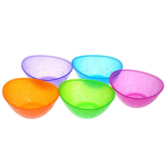Набор детских мисок Munchkin, 5 шт11388Яркие миски из набора Munchkin прекрасно подойдут для кормления малыша и самостоятельного приема им пищи. Миски выполнены из прочного безопасного пластика насыщенных цветов, не содержащего бисфенол А и фталаты, и оформлены рельефными дизайнерскими рисунками в виде рыб. В наборе миски зеленого, лилового, оранжевого, синего и фиолетового цветов. Миска подходит для использования в микроволновой печи. Можно мыть на верхней полке в посудомоечной машине. Кредо Munchkin, американской компании с 20-летней историей: избавить мир от надоевших и прозаических товаров, искать умные инновационные решения, которые превращает обыденные задачи в опыт, приносящий удовольствие. Понимая, что наибольшее значение в быту имеют именно мелочи, компания создает уникальные товары, которые помогают поддерживать порядок, организовывать пространство, облегчают уход за детьми - недаром компания имеет уже более 140 патентов и изобретений, используемых в создании ее неповторимой и...