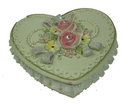 Шкатулка Весенние цветы, цвет: бежевый, 8,5 см х 8 см х 5 см. 124687124687Шкатулка Весенние цветы изготовлена из полистоуна в виде сердца бежевого цвета, декорированного рельефными кружевными узорами. Крышка оформлена барельефом в виде роз, украшенных стразами. Изящная шкатулка прекрасно подойдет для хранения ювелирных украшений. На дне имеется три резиновые ножки для предотвращения скольжения по столу. Такая изящная шкатулка, несомненно, понравится всем любительницам необычных вещиц. Характеристики: Материал: полистоун. Цвет: бежевый. Размер шкатулки: 8,5 см х 8 см х 5 см. Размер упаковки: 10 см х 9 см х 5,5 см. Артикул: 124687.