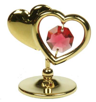 Фигурка декоративная Сердца, цвет: золотистый. 6736767367Декоративная фигурка Сердца, золотистого цвета, станет необычным аксессуаром для вашего интерьера и создаст незабываемую атмосферу. Фигурка выполнена в виде двух сердечек на подставке. Одно сердечко инкрустировано розовым кристаллом, а второе оформлено надписью Love. Кристаллы, украшающие фигурку, носят громкое имя Swarovski. Ограненные, как бриллианты, кристаллы блистают сотнями тысяч различных оттенков. Эта очаровательная вещь послужит отличным подарком близкому человеку, родственнику или другу, а также подарит приятные мгновения и окунет вас в лучшие воспоминания. Фигурка упакована в подарочную коробку. Характеристики: Материал: металл (углеродистая сталь, покрытие золотом 0,05 микрон), австрийские кристаллы. Размер фигурки (с подставкой): 4,5 см х 4,5 см х 3 см. Цвет: золотистый. Размер упаковки: 5 см х 3,5 см х 7,5 см. Артикул: 67367. Более чем 30 лет назад компания Crystocraft выросла из ведущего производителя в...