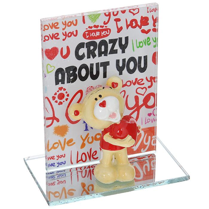 Фигурка декоративная Мишка-валентинка. 123434123434Декоративная фигурка Мишка-валентинка изготовлена из полистоуна в виде забавного медвежонка с сердцем. Фигурка расположена на подставке, нижняя часть которой - прямоугольное зеркальце, а боковая - стекло, оформленное разноцветными надписями. Такая фигурка станет идеальным сувениром ко Дню Святого Валентина, она без лишних слов выразит все ваши чувства. Характеристики: Материал: полистоун, стекло. Цвет: бежевый, красный. Высота фигурки мишки: 5 см. Общий размер (ДхШхВ): 8 см х 5 см х 9,5 см. Размер упаковки: 9,5 см х 6,5 см х 10 см. Артикул: 123434.