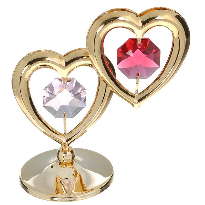 Фигурка декоративная Сердце, цвет: золотистый, красный. 6745367453Притягательный блеск и невероятная утонченность декоративной фигурки Сердце великолепно дополнят интерьер и, несомненно, не останутся без внимания. Фигурка выполнена из металла с блестящим золотистым покрытием в виде двух сердечек на шаровидной подставке, украшена надписью Love и двумя крупными кристаллами Swarovski. Декоративная фигурка Сердце послужит прекрасным подарком ценителю изысканных и элегантных вещиц. Характеристики: Материал: металл, кристаллы Swarovski. Размер фигурки: 4,5 см х 0,5 см х 7,5 см. Цвет: золотистый, красный. Артикул: 67453.