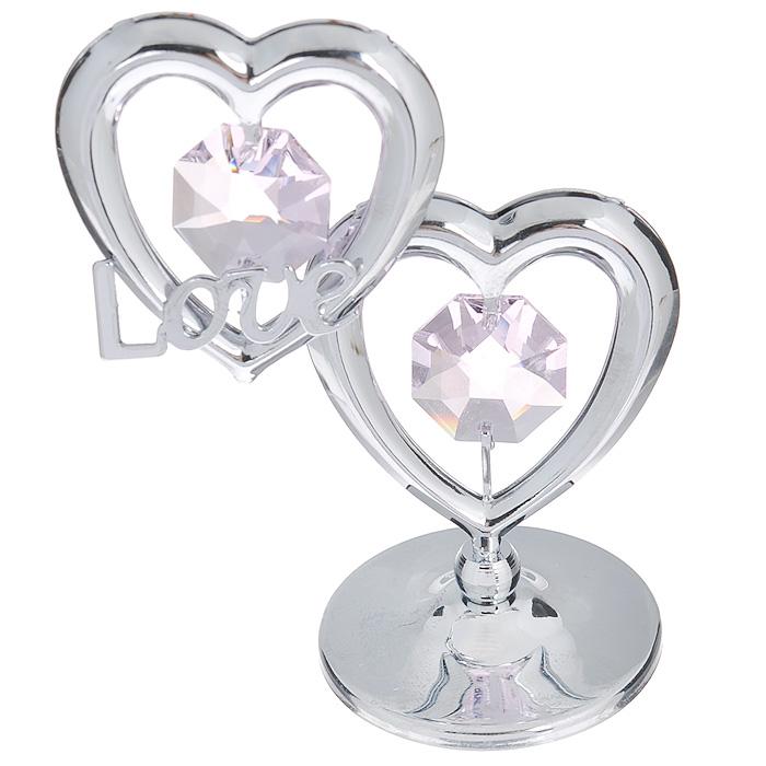 Фигурка декоративная Сердце, цвет: серебристый, розовый. 6745467454Притягательный блеск и невероятная утонченность декоративной фигурки Сердце великолепно дополнят интерьер и, несомненно, не останутся без внимания. Фигурка выполнена из металла с блестящим серебристым покрытием в виде двух сердечек на шаровидной подставке, украшена надписью Love и двумя крупными кристаллами Swarovski. Декоративная фигурка Сердце послужит прекрасным подарком ценителю изысканных и элегантных вещиц. Характеристики: Материал: металл, кристаллы Swarovski. Размер фигурки: 4,5 см х 0,5 см х 7,5 см. Цвет: серебристый, розовый. Артикул: 67454.