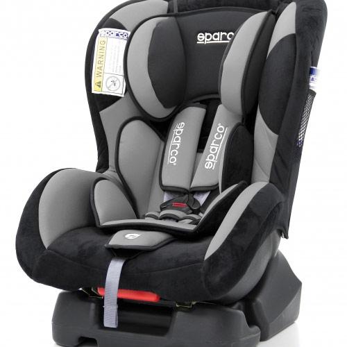 Автокресло детское Sparco, группы 0+/1 (0-18 кг/ 0-4 года), велюр, полиэстер, цвет: черный, серыйSPC/DK-200 BK/GYАвтокресло группы 0+/1 Sparco, выполненное из велюра со вставками из полиэстера, рассчитано на детей весом от 0 до 18 кг. Конструкция кресла позволяет устанавливать его на любые автомобильные сиденья, пристегивая с помощью штатного ремня безопасности. Предусмотрен пятиточечный ремень безопасности, бережно фиксирующий ребенка в кресле. Среди достоинств: объемная мягкая защита кресла, регулируемый по высоте подголовник и ортопедический вкладыш, который снимает нагрузку с позвоночника ребенка.