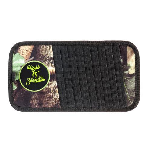 Органайзер на козырек Зверобой, для CD-дисков, 30 см х 15 см. ZV/ORG-010 SZV/ORG-010 SОрганайзер на козырек для CD-дисков Зверобой изготовлен из прочной брезентовой ткани с расцветкой летний камуфляж и оформлен вставками из экокожи. Брезент не выгорает на солнце и длительное время сохраняет привлекательный внешний вид. Аксессуар удобно крепится на водительский или пассажирский козырек в салоне автомобиля и вмещает до 10 компакт-дисков, а также авторучку и другие мелкие предметы. Органайзер для CD-дисков - это незаменимый аксессуар для тех, кто любит слушать музыку даже вдали от города, в местах, где нет радиостанций. Характеристики: Материал: экокожа, брезент. Размер органайзера: 30 см х 15 см. Вместимость: 10 компакт-дисков. Размер упаковки: 18 см х 35 см х 2 см. Артикул: ZV/ORG-010 S.