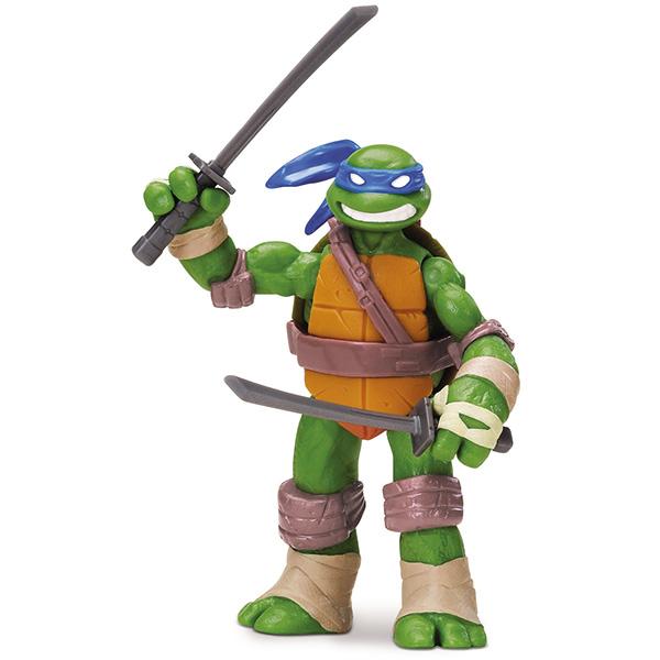 Фигурка Turtles Леонардо, 12 см90501Фигурка Turtles Леонардо станет прекрасным подарком для вашего ребенка. Она выполнена из прочного пластика в виде персонажа команды TMNT - Черепашки-Ниндзя Леонардо. Голова, руки и ноги фигурки подвижны, что позволяет придавать Леонардо различные позы. В комплект входит его оружие - два меча катана. Ваш ребенок будет часами играть с этой фигуркой, придумывая различные истории с участием любимого героя. Они подверглись мутации и обучались искусству ниндзюцу у великого сэнсэя Сплинтера. Черепашки-Ниндзя готовы выбраться из своего секретного убежища и спасти мир от сил зла! Черепашки-Ниндзя впервые появились на страницах комиксов в далеких 80-х. Черепашки перебрались на телевидение по воле студии Murakami-Wolf-Swenson (MWS) и продолжали радовать своих поклонников в течение десяти лет (1987-1996). 5 лет подряд были признаны сериалом №1. За это время было показано более 190 эпизодов, а озорные и веселые герои успели покорить сердца фанатов по всему миру. ...