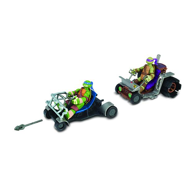 Патрульные Багги Turtles Лео и Донни94033Патрульные Багги Turtles Лео и Донни непременно понравятся вашему ребенку и надолго займут его внимание. В комплект входят патрульные багги Леонардо и Донателло - две скоростные машины, оснащенные стыковочными механизмами, а также ракета для запуска. Как и в мультфильме, патрульные багги могут ездить как по отдельности, так и сцепляться между собой, образуя большое транспортное средство из 2-х или даже 4-х Багги. Боевые машины призваны поднять искусство ниндзюцу на новый уровень! Ваш ребенок с удовольствием будет играть с машинками, придумывая различные истории. Порадуйте его таким замечательным подарком!