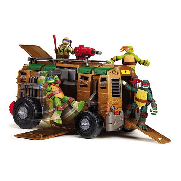 Черепашки Ниндзя Боевой фургон94010Боевой фургон Turtles непременно понравится вашему ребенку и надолго займет его внимание. Четырехколесный фургон - неотъемлемая часть для передвижений Черепашек-Ниндзя по подземелью. Передняя и боковая двери открываются. На крыше имеются люк и ракетная установка, которая стреляет пластиковыми ракетами. Фургон оснащен множеством креплений для фигурок Черепашек–Ниндзя, а также инерционной боевой тарзанкой, которая выдвигается при помощи нажатия на кнопку сверху фургона. К фургону подходят фигурки высотой 12 см. Боевые машины призваны поднять искусство ниндзюцу на новый уровень! В комплект входят элементы для сборки фургона и схематичная инструкция по сборке на русском языке. Ваш ребенок с удовольствием будет играть с фургоном, придумывая различные истории. Порадуйте его таким замечательным подарком!