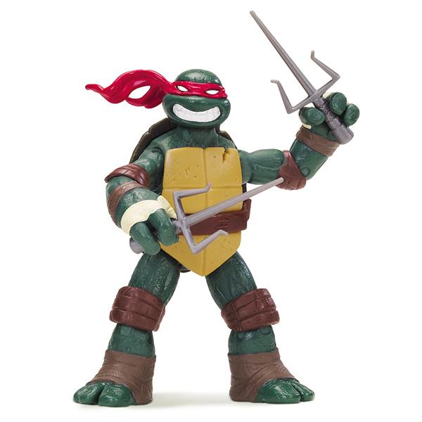 Фигурка Turtles Рафаэль, 12 см90504Фигурка Turtles Рафаэль станет прекрасным подарком для вашего ребенка. Она выполнена из прочного пластика в виде персонажа команды TMNT - Черепашки-Ниндзя Рафаэля. Голова, руки и ноги фигурки подвижны, что позволяет придавать Рафаэлю различные позы. В комплект входит его оружие - пара кинжалов-сай. Ваш ребенок будет часами играть с этой фигуркой, придумывая различные истории с участием любимого героя. Они подверглись мутации и обучались искусству ниндзюцу у великого сэнсэя Сплинтера. Черепашки-Ниндзя готовы выбраться из своего секретного убежища и спасти мир от сил зла! Черепашки-Ниндзя впервые появились на страницах комиксов в далеких 80-х. Черепашки перебрались на телевидение по воле студии Murakami-Wolf-Swenson (MWS) и продолжали радовать своих поклонников в течение десяти лет (1987-1996). 5 лет подряд были признаны сериалом №1. За это время было показано более 190 эпизодов, а озорные и веселые герои успели покорить сердца фанатов по всему миру. ...