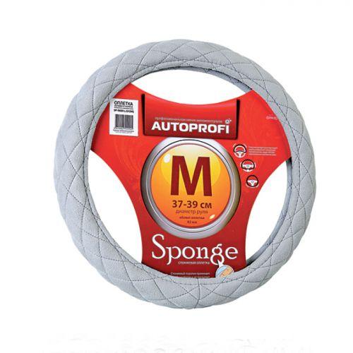 Оплетка руля Autoprofi Sponge SP-9020, стеганая, наполнитель: поролон, цвет: светло-серый. Размер M (37-39 см)SP-9020 L.GY (M)Оплетка руля Autoprofi Sponge изготовлена из мягкой и привлекательной алькантары. Это бархатистый, приятный на ощупь материал, напоминающий замшу. Он долговечен, износостоек, устойчив к внешним воздействиям. Изделие выполнено в классическом дизайне с ромбовидной формой выступов. Выступы наполнены спонжем - специальным поролоном, который, принимая форму рук водителя, не оказывает обратного давления на пальцы и ладони и снижет усталость от хвата за рулевое колесо. Благодаря мягкому материалу (алькантара) и спонжевому наполнителю в холодную погоду оплетка согревает руки, а в жаркую - впитывает пот, не позволяя ободу скользить в ладонях.