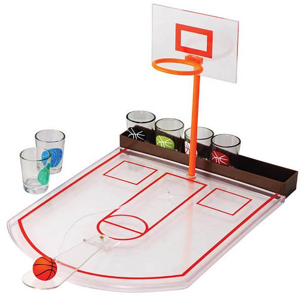 Игровой набор Пьяный баскетбол. 9494794947Пьяный баскетбол - веселая и увлекательная игра для взрослых! В набор входят: 6 стеклянных стопок, 1 игровое пластиковое поле, 1 резиновый баскетбольный мяч на текстильном шнурке, 1 вышка с кольцом для забрасывания мяча, 1 пластиковая подставка для стопок. Правила игры очень простые: играющие с помощью резкого нажатия вниз на прозрачную пластиковую планку с лежащим в ее отверстии мячом, должны попасть в кольцо. Игровой набор Пьяный баскетбол - отличный способ поднять настроение всем присутствующим на празднике или вечеринке. Набор поможет поддержать атмосферу позитива и добродушного веселья в компании. Не останутся равнодушными ни участники таких игр, ни болельщики. Характеристики: Материал: пластик, стекло, резина. Диаметр стопки: 3,5 см. Высота стопки: 4,5 см. Размер игрового поля: 30 см х 24 см. Высота вышки с кольцом: 21 см. Размер мяча: 2,5 см х 2,5 см х 2,5 см. Размер упаковки: 24 см х 30 см х 6,5 см. ...