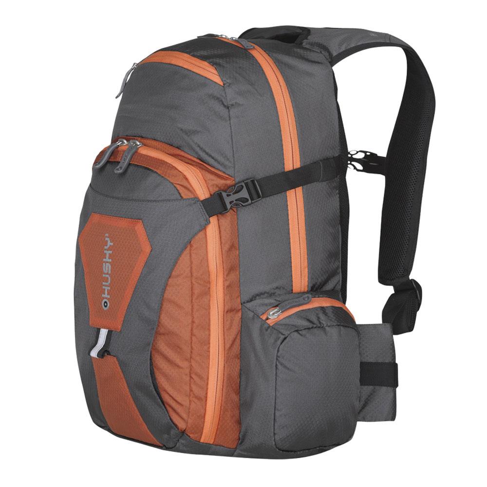 Рюкзак городской Husky Sharp 13L, цвет: оранжевыйУТ-000052374Рюкзак Husky Sharp 13L предназначен для прогулок и велоспорта. Он позволит вам взять с собой все необходимое. Рюкзак выполнен из прочного нейлона. Особенности: - одно отделение; - фронтальный карман; - вентиляция спины; - органайзер; - накидка от дождя; - светоотражающие элементы.