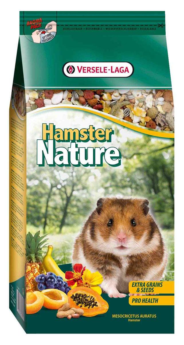 Корм для хомяков Versele-Laga Hamster Nature, 750 г461364Versele-Laga Hamster Nature - это полноценный основной корм для хомяков, разработанный в соответствии с их пищевыми потребностями. Это высококачественная смесь природных компонентов, которая содержит все необходимые для организма питательные вещества, витамины, минералы и аминокислоты, необходимые для жизнерадостной и здоровой жизни вашего питомца. Versele-Laga Hamster Nature содержит дополнительное количество зерна, семян, орехов, фруктов, трав, овощей и добавок, важных для здоровья: обеспечивает превосходное пищеварение, гигиену полости рта, сияющую шерсть и великолепное здоровье. Широкое разнообразие ингредиентов гарантирует превосходный вкус и усвояемость. Указания к использованию Рекомендуемая дневная порция для хомяка составляет приблизительно 15 грамм. Обеспечивайте вашему питомцу свежий корм и питьевую воду ежедневно. Состав: злаки, овощи, продукты растительного происхождения, семена, фрукты, экстракты растительного белка,...