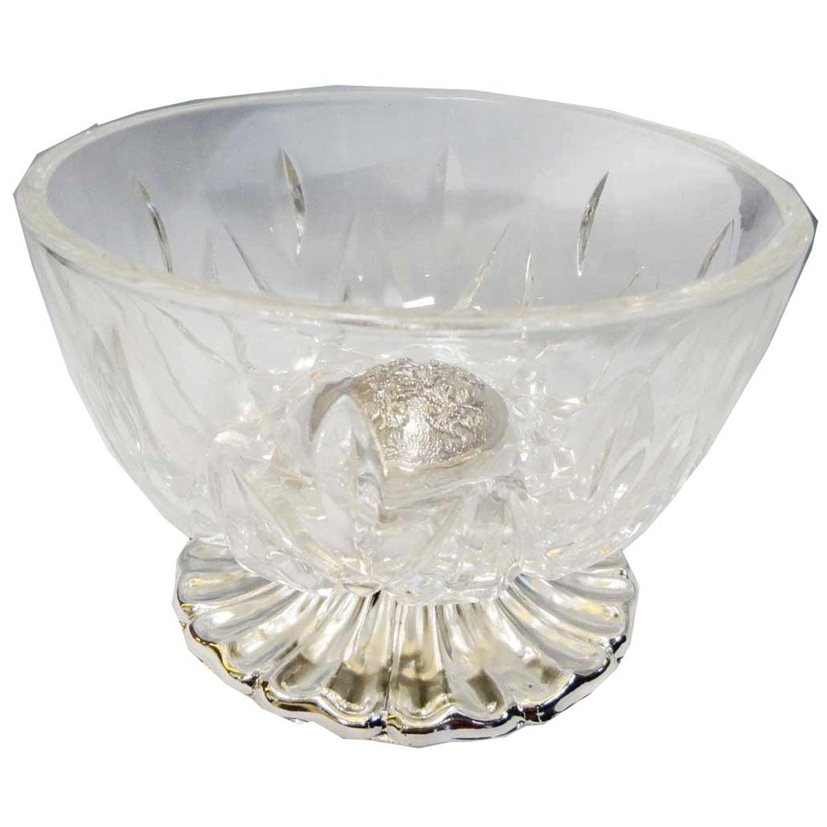 Ваза универсальная Marquis, высота 8,5 см7001-MRУниверсальная ваза Marquis выполнена из прочного стекла с рельефным узором и стали с серебряно-никелевым покрытием. Стальная подставка обеспечивает устойчивость вазы. Посуда может использоваться как конфетница, салатник, для подачи порционных блюд. Выполненная под старину, такая ваза придется по вкусу и ценителям классики, и тем, кто предпочитает утонченность и изысканность. Сервировка праздничного стола вазой Marquis станет великолепным украшением любого торжества.